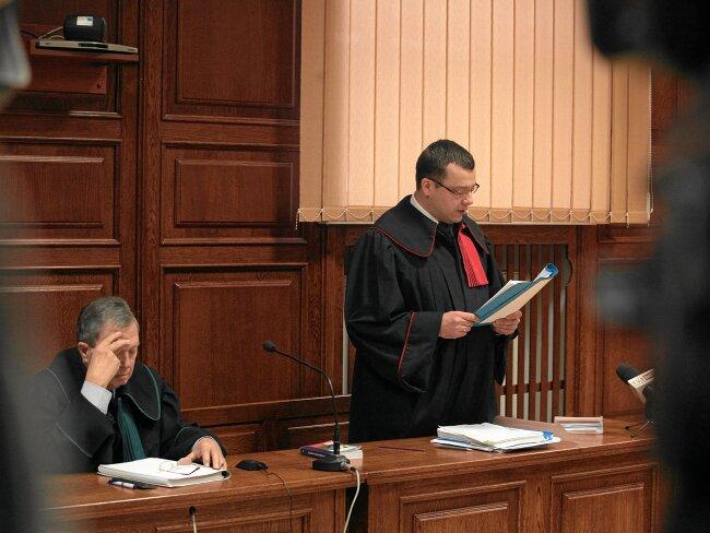 Prokuratura sięga po konsultantów