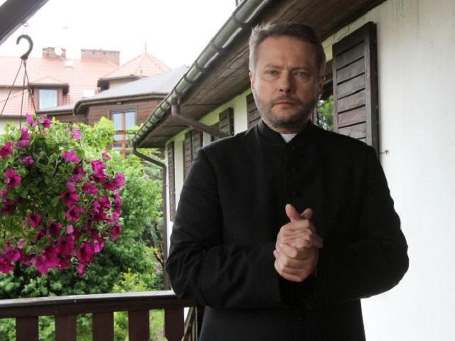 Ojciec Mateusz, Artur Żmijewski