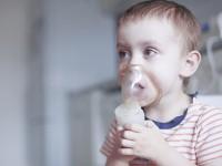 Zapobieganie ciężkim epizodom świszczącego oddechu udzieci znawracającymi  świstami wydechowymi – metaanaliza