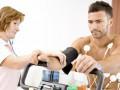 W jaki sposób ocena stanu pacjenta powinna decydować okonieczności osobistego nadzoru testu wysiłkowego przez lekarza?
