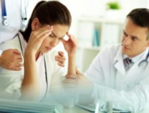 Jakie cechy bólu głowy lub objawy  towarzyszące wskazują na konieczność pilnej  diagnostyki?