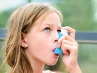 Czy wziewne podawanie budezonidu wskojarzeniu zformoterolem chorym na astmę  przewlekłą jest bezpieczne?